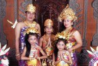Pakaian Adat Bali Pria dan Wanita Beserta Keunikannya
