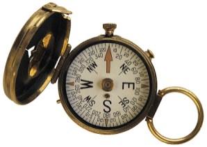 Pengertian, Fungsi, dan Macam-Macam Kompas berserta Cara Penggunaannya - Pada kesempatan kali ini kita akan membahas tentang salah satu alat penunjuk arah. Yaa! kita kali ini akan membahas tentang Kompas. Bahasa kita kali ini tentang Pengertian, Fungsi, dan Macam-Macam Kompas berserta Cara Penggunaan Kompas. Untuk lebih jelasnya silahkan simak ulasannya berikut ini : Pengertian Kompas Kompas merupakan alat Navigasi penunjuk arah mata angin. Alat ini berupa sebuah panah penunjuk magnetis yang bebas menyelaraskan dirinya dengan medan magnet bumi secara akurat. Kompas sendiri memberikan rujukan arah tertentu, sehingga sangat membantu dalam penunjuk arah. Fungsi Kompas Utamanya Kompas berfungsi menentukan atau mengetahui arah dan besaran derajat suatu arah. Kompas juga digunakan untuk mengetahui lokasi suatu medan berdasarkan peta. Macam-Macam Kompas Kompas sendiri terbagi menjadi 2 (dua) macam, yaitu Kompas Analog dan Kompas Digital 1. Kompas Analog Kompas ini merupakan kompas yang pada umumnya digunakan dalam kehidupan sehari-hari, termasuk digunakan para anggota pecinta alam. Penggunaan kompas analog ini masih secara manual, yaitu dengan cara menyelaraskan jarum kompas yang terdapat di dalamnya. Adapun Kompas analog terdiri dari beberapa jenis, yakni seperti: Kompas Lensa Kompas lensa merupakan kompas yang dilengkapi dengan lensa biconcave yang berfungsi untuk mempermudah dalam pembacaannya. Umumnya kompas lensa berbentuk sederhana, ringan, dan harganya jauh lebih murah dari kompas lainnya. Akan tetapi validitas dalam pengukuran besarnya sudut kompas kurang akurat. Kompas Bidik (Kompas Prisma) Kompas bidik atau kompas prisma ini adalah kompas yang berfungsi sebagai pembidik besar derajat pada sebuah medan (bentang alam sebenarnya) untuk diproyeksikan dalam peta. Adapun jenis kompas ini yang sering digunakan dalam kegiatan-kegiatan alam. Kompas Orientering (Kompas Silva) Kompas ini merupakan kompas yang digunakan dalam orientasi (penghitungan dan pembacaan peta secara